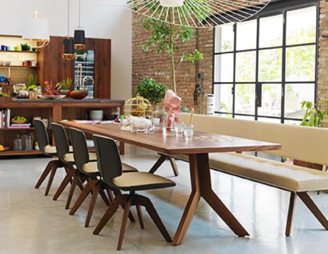 Großer Esstisch für bis zu 10 Personen
